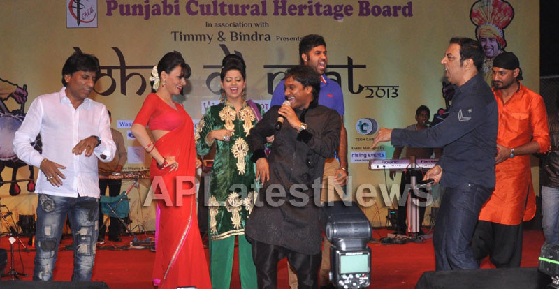 Bollywood Celebrating Lohri Di Raat in Mumbai - Picture 2