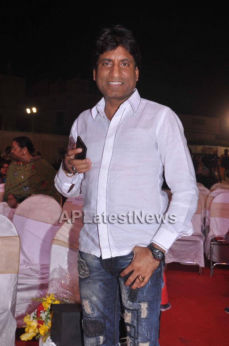 Bollywood Celebrating Lohri Di Raat in Mumbai - Picture 7
