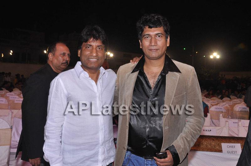 Bollywood Celebrating Lohri Di Raat in Mumbai - Picture 6