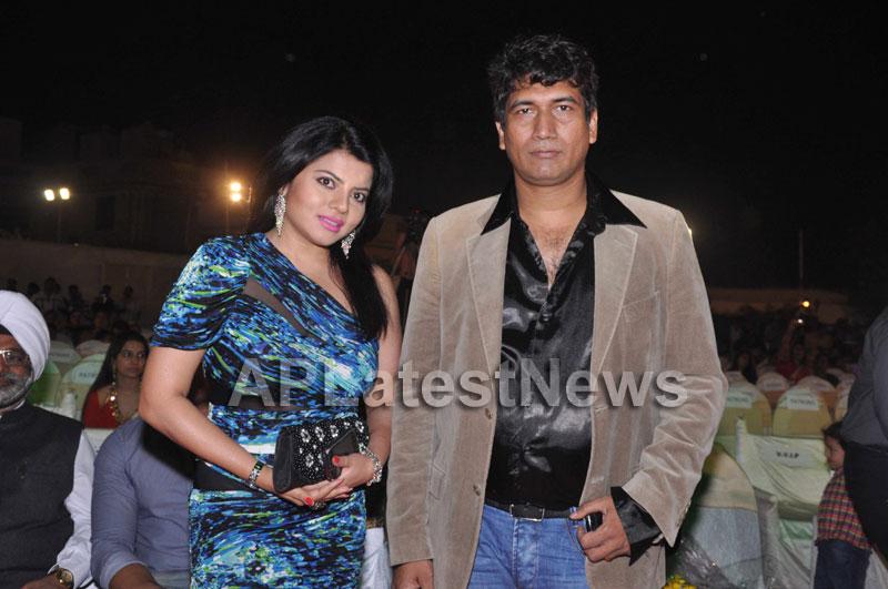 Bollywood Celebrating Lohri Di Raat in Mumbai - Picture 9