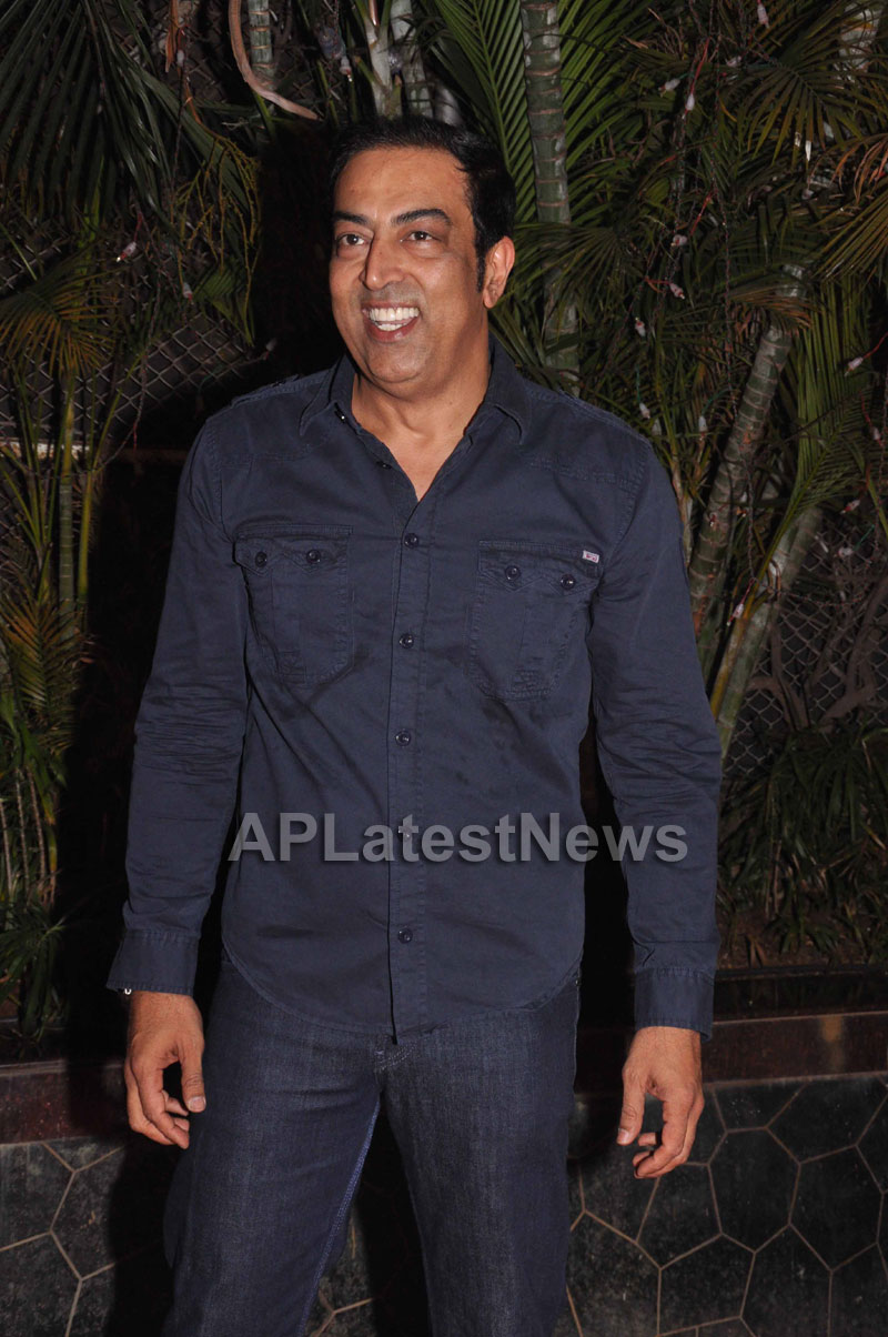 Bollywood Celebrating Lohri Di Raat in Mumbai - Picture 21