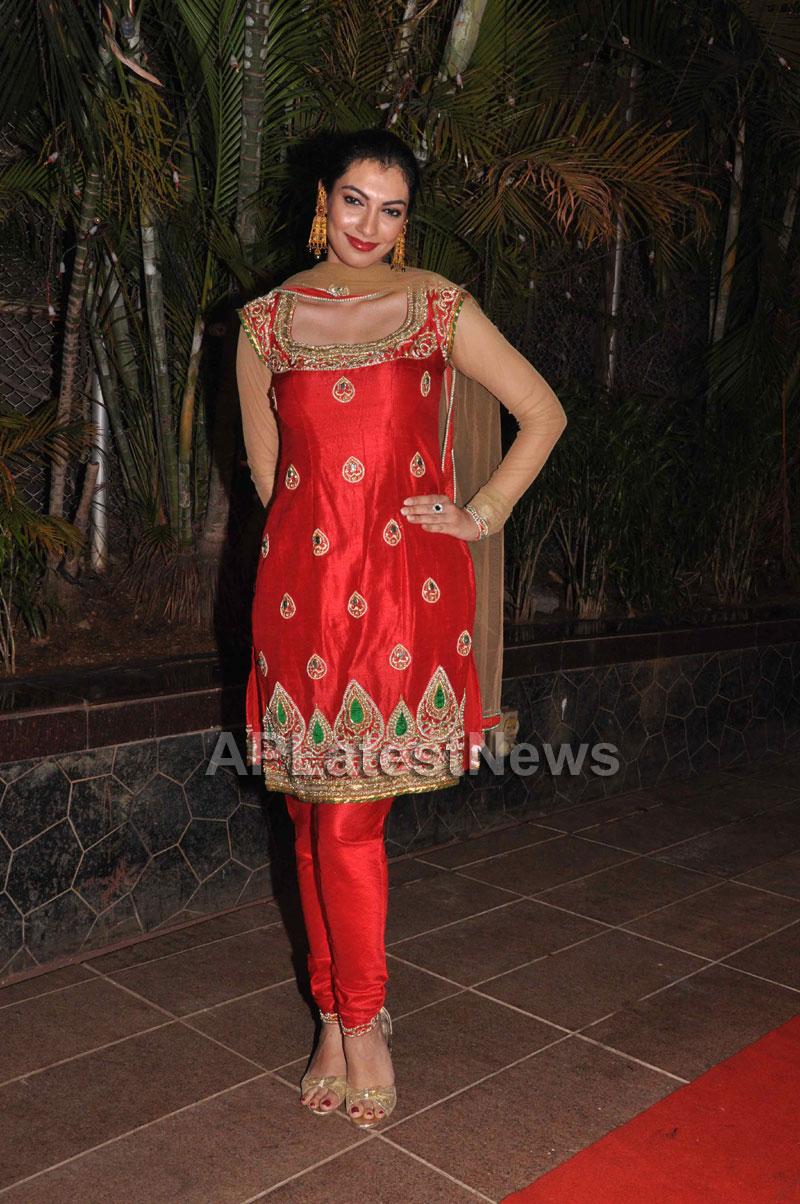 Bollywood Celebrating Lohri Di Raat in Mumbai - Picture 8