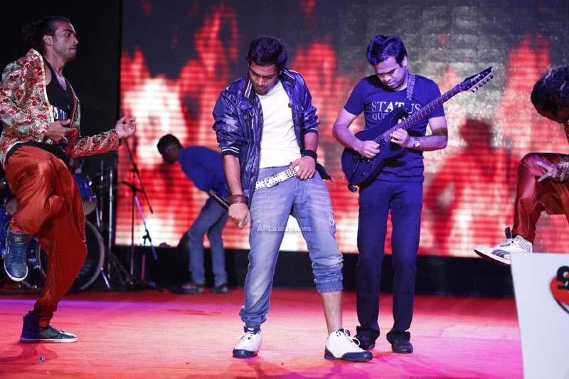 Medicos music, masti - Sri Ramachandra troupe rocks with live concert - Picture 8