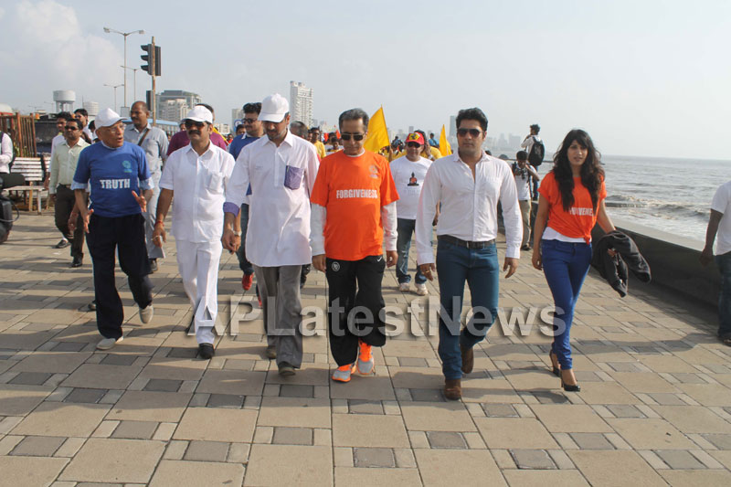 Mumbai Walks on International world peace day with the message of Human values - Picture 22