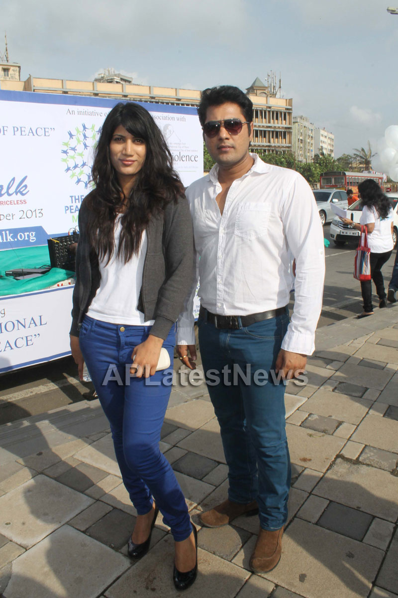 Mumbai Walks on International world peace day with the message of Human values - Picture 12