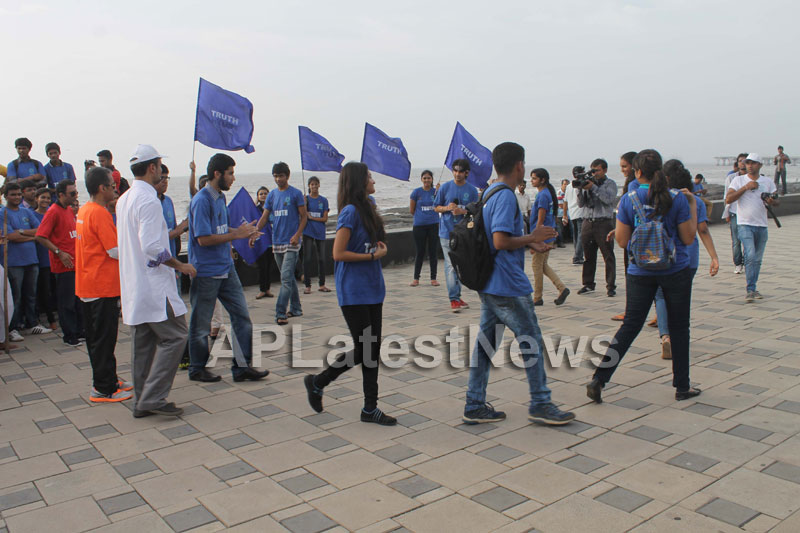 Mumbai Walks on International world peace day with the message of Human values - Picture 16