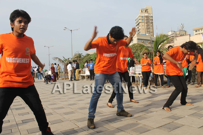 Mumbai Walks on International world peace day with the message of Human values - Picture 9