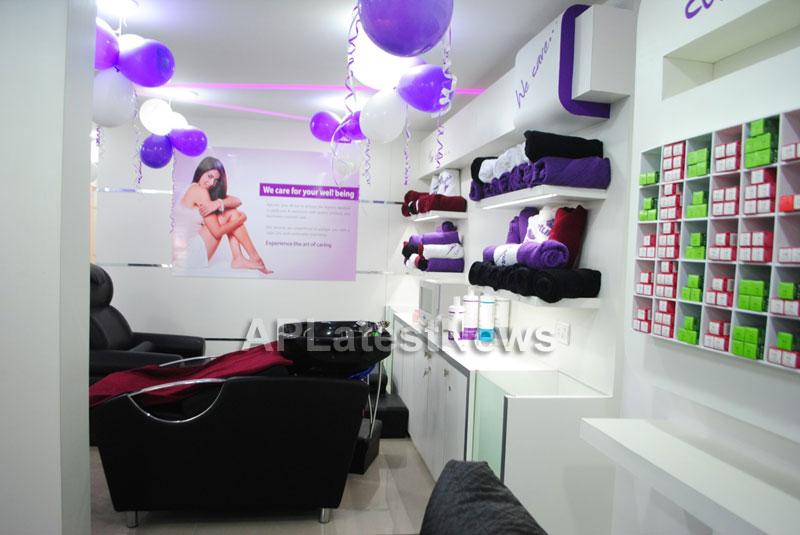 Naturals open Family Salon and Spa by Prema Ishq Kadal Movie Team, Bhimavaram - Picture 13