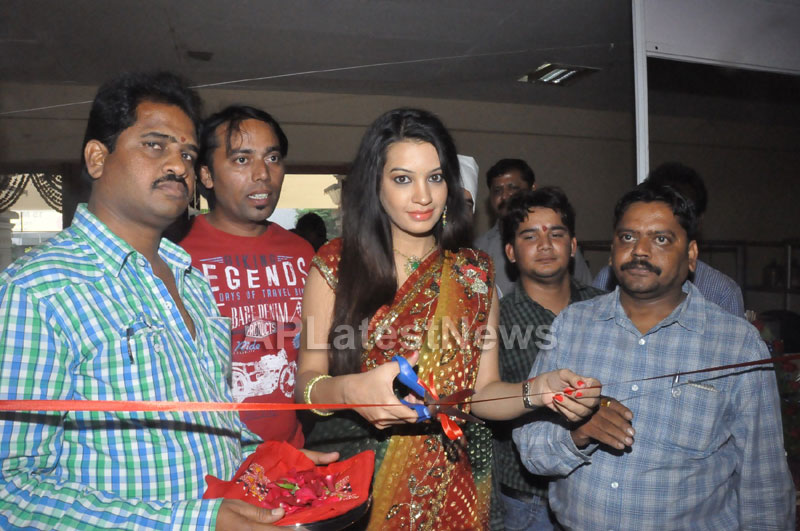 National silk and cotton expo Inaugurated by Actress Diksha panth - Picture 10