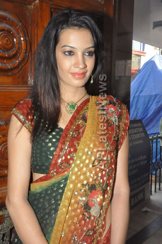 National silk and cotton expo Inaugurated by Actress Diksha panth - Picture 5