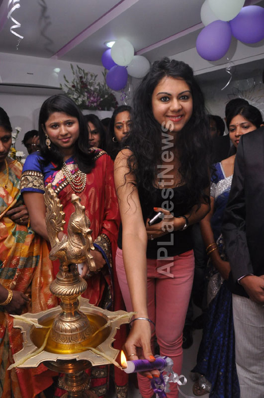 Naturals family salon and spa Launched - Inaugurated by Actress Kamna Jethmalani - Picture 9