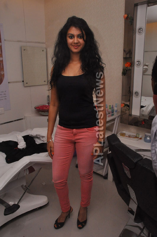 Naturals family salon and spa Launched - Inaugurated by Actress Kamna Jethmalani - Picture 7