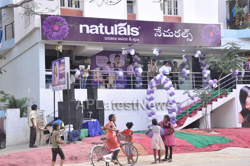 Naturals family salon and spa Launched by Actrecess Nikitha Narayan , Aksha - Picture 7
