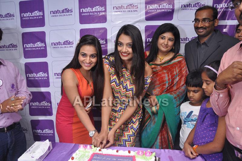 Naturals family salon and spa Launched by Actrecess Nikitha Narayan , Aksha - Picture 11