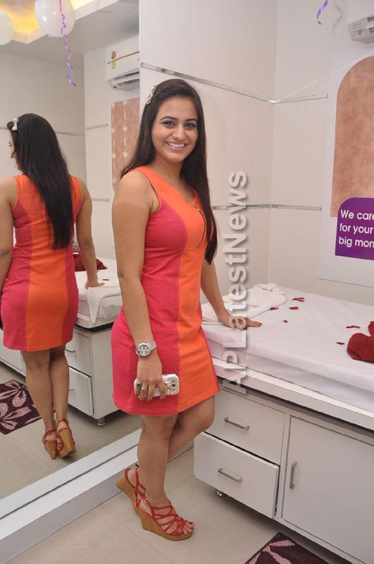 Naturals family salon and spa Launched by Actrecess Nikitha Narayan , Aksha - Picture 6
