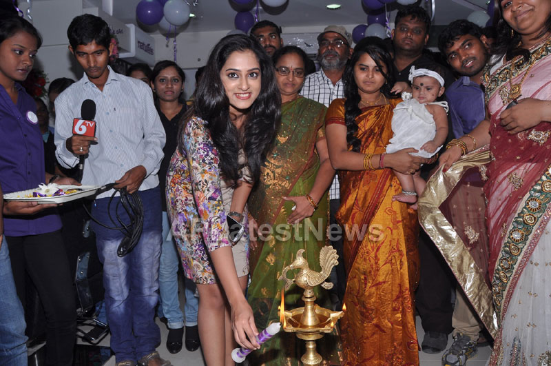 Naturals Launches Family Salon at Ameerpet - By Tollywood Actress Nanditha - Picture 8