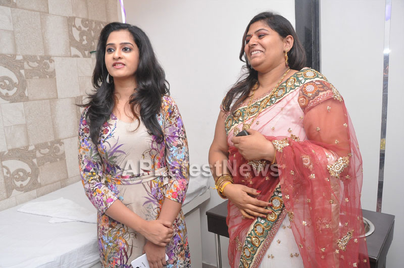 Naturals Launches Family Salon at Ameerpet - By Tollywood Actress Nanditha - Picture 9