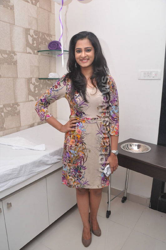 Naturals Launches Family Salon at Ameerpet - By Tollywood Actress Nanditha - Picture 10