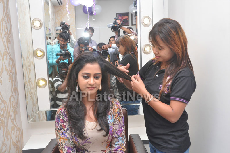 Naturals Launches Family Salon at Ameerpet - By Tollywood Actress Nanditha - Picture 4