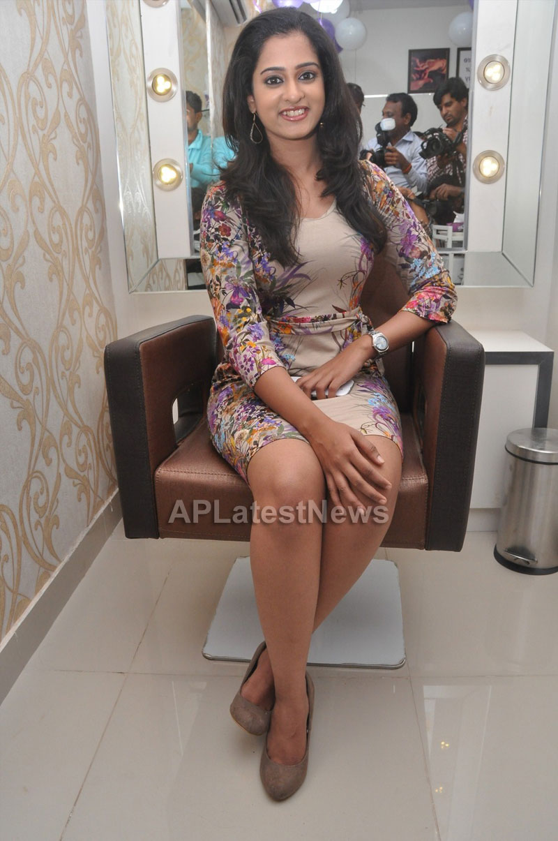 Naturals Launches Family Salon at Ameerpet - By Tollywood Actress Nanditha - Picture 11