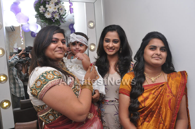 Naturals Launches Family Salon at Ameerpet - By Tollywood Actress Nanditha - Picture 1