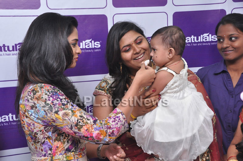 Naturals Launches Family Salon at Ameerpet - By Tollywood Actress Nanditha - Picture 5