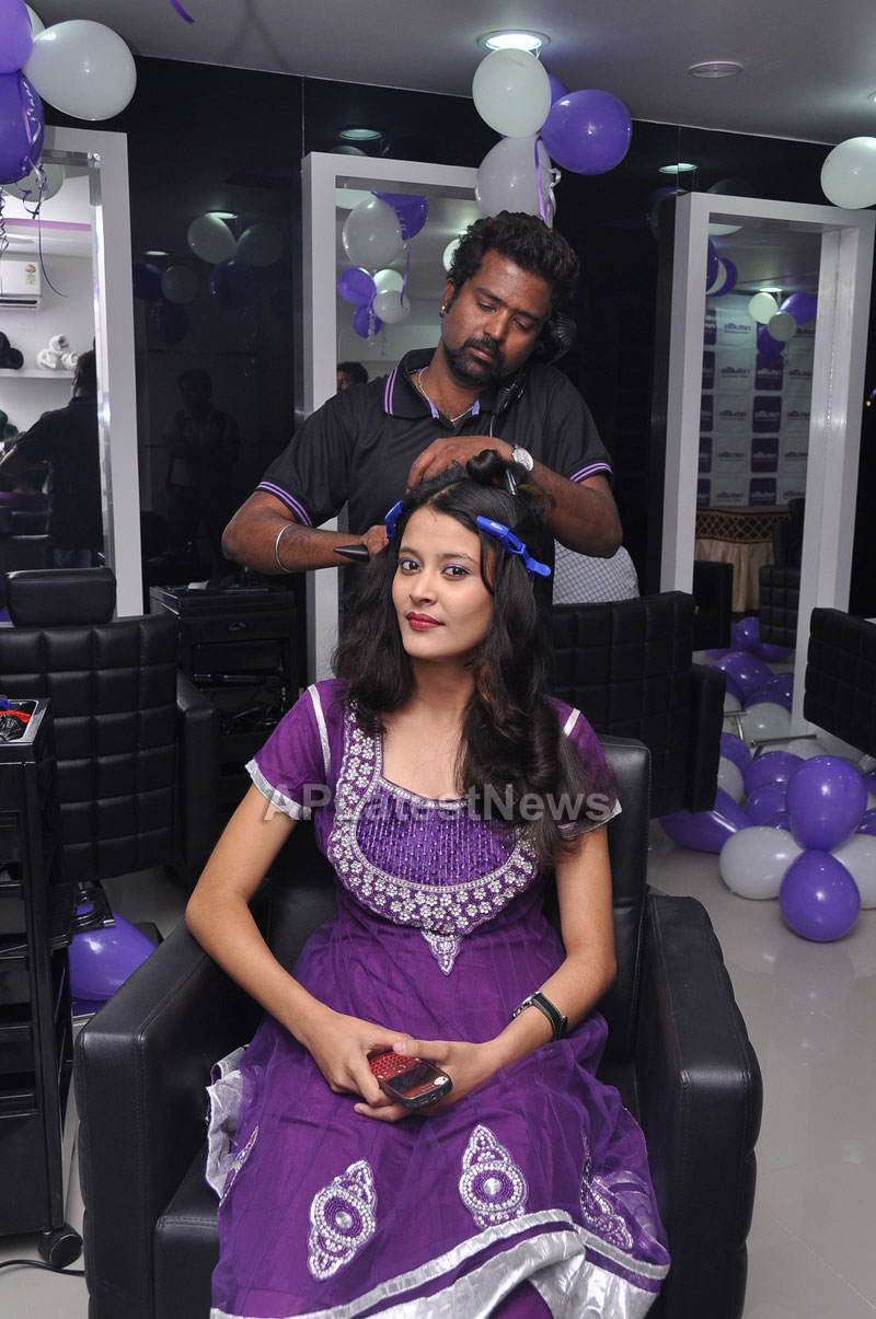 Naturals Launches Family Salon at Vanasthalipuram(Actress Archana Veda) - Picture 13