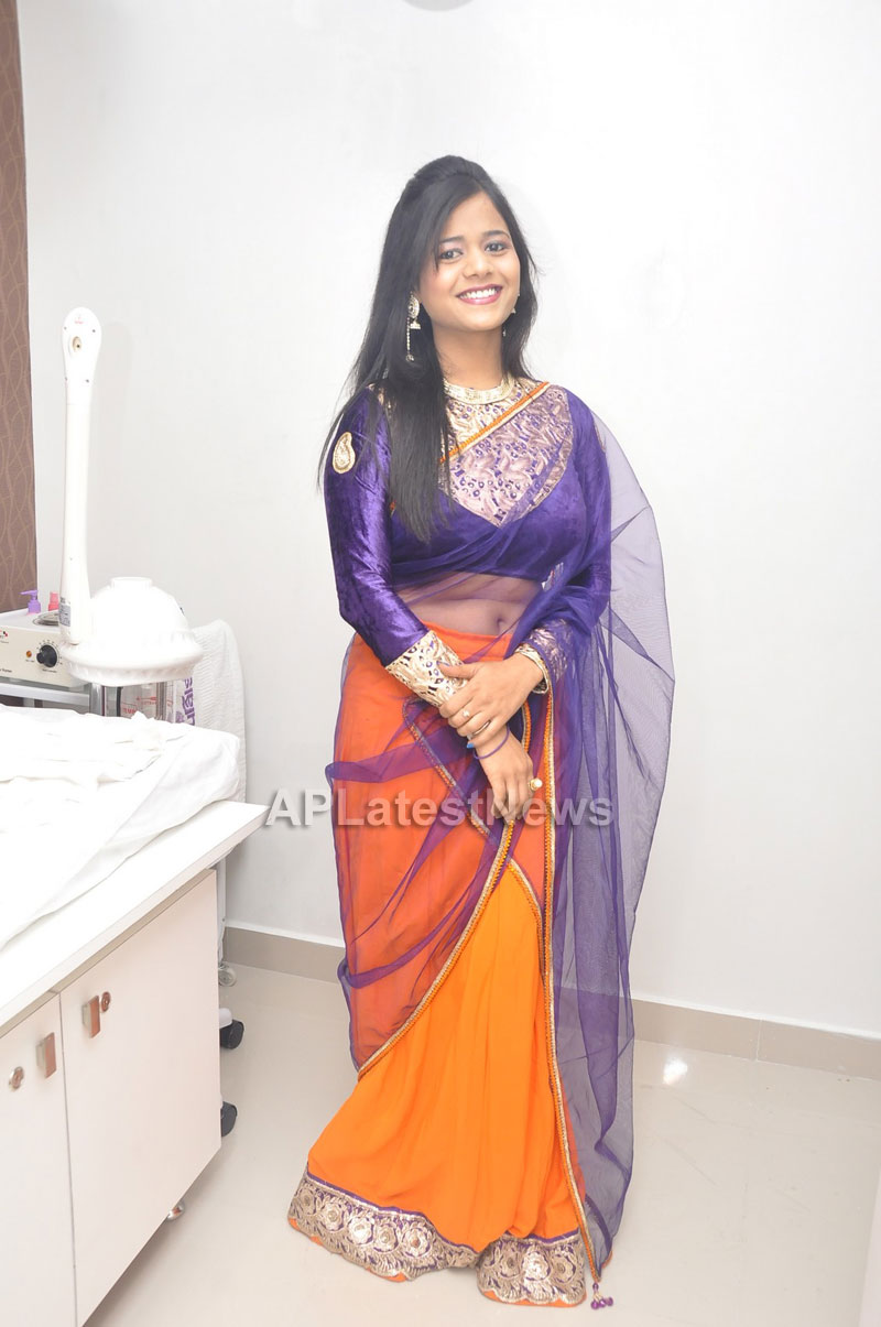 Naturals Launches Family Salon at Vanasthalipuram(Actress Archana Veda) - Picture 5