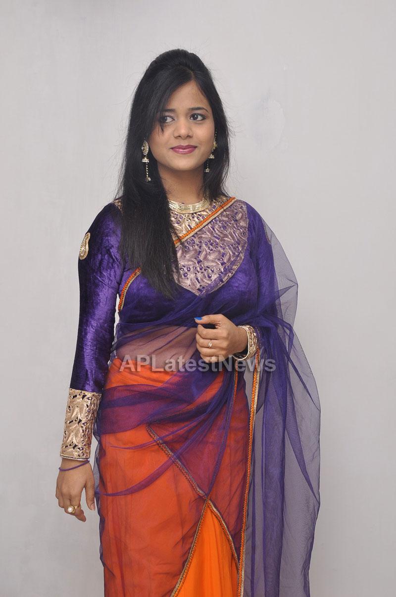 Naturals Launches Family Salon at Vanasthalipuram(Actress Archana Veda) - Picture 9