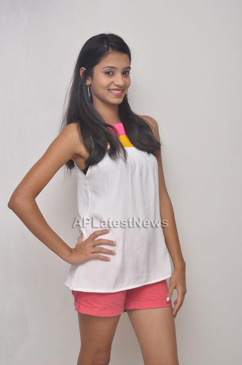 Naturals Launches Family Salon at Vanasthalipuram(Actress Archana Veda) - Picture 4