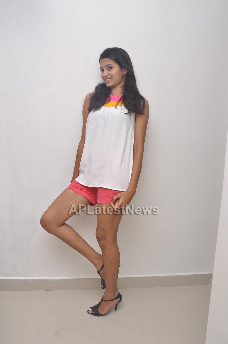 Naturals Launches Family Salon at Vanasthalipuram(Actress Archana Veda) - Picture 12