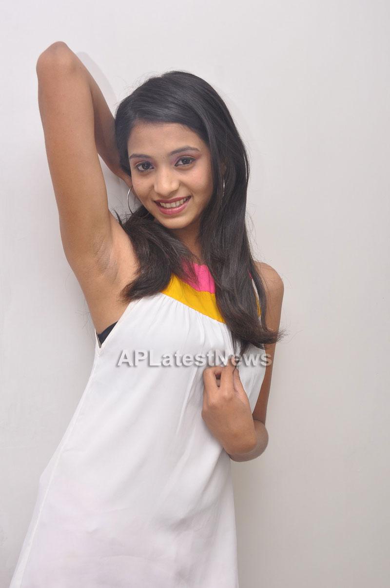 Naturals Launches Family Salon at Vanasthalipuram(Actress Archana Veda) - Picture 3