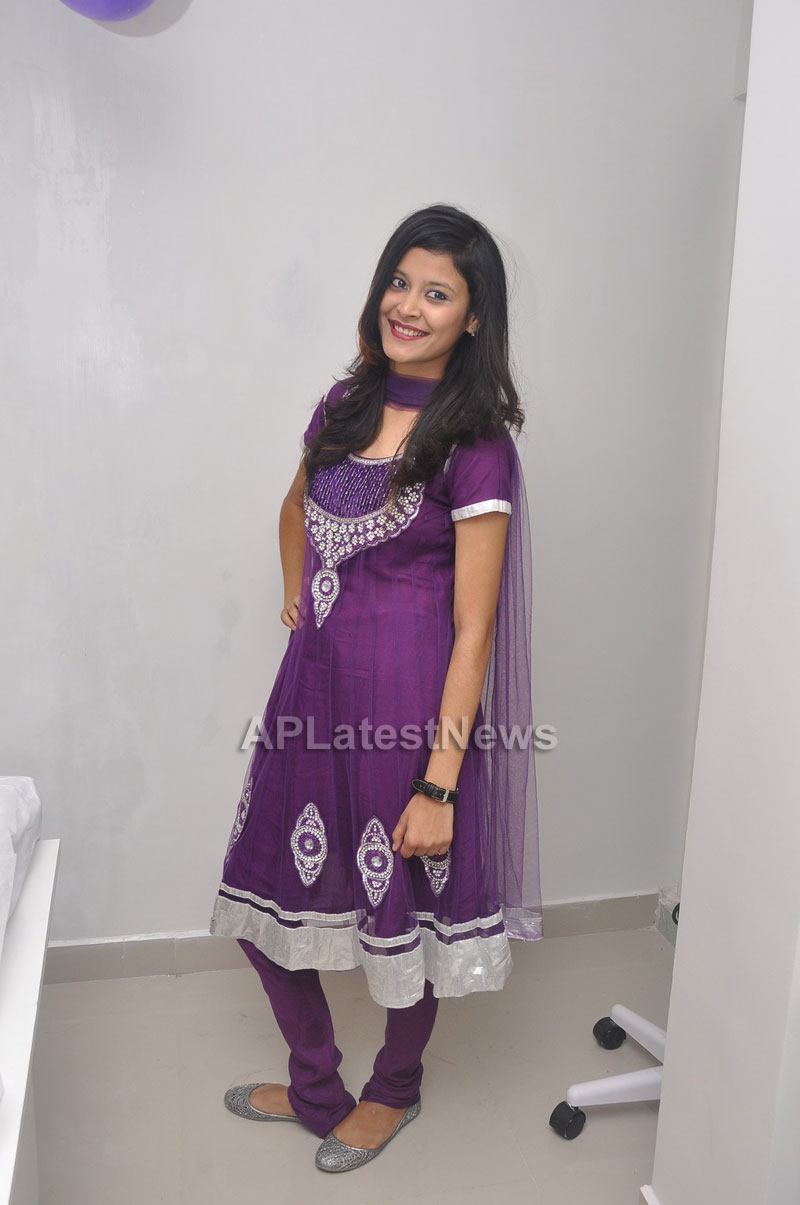 Naturals Launches Family Salon at Vanasthalipuram(Actress Archana Veda) - Picture 8