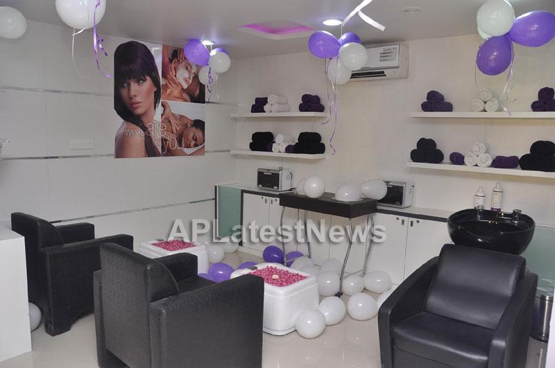Naturals Launches Family Salon at Vanasthalipuram(Actress Archana Veda) - Picture 6