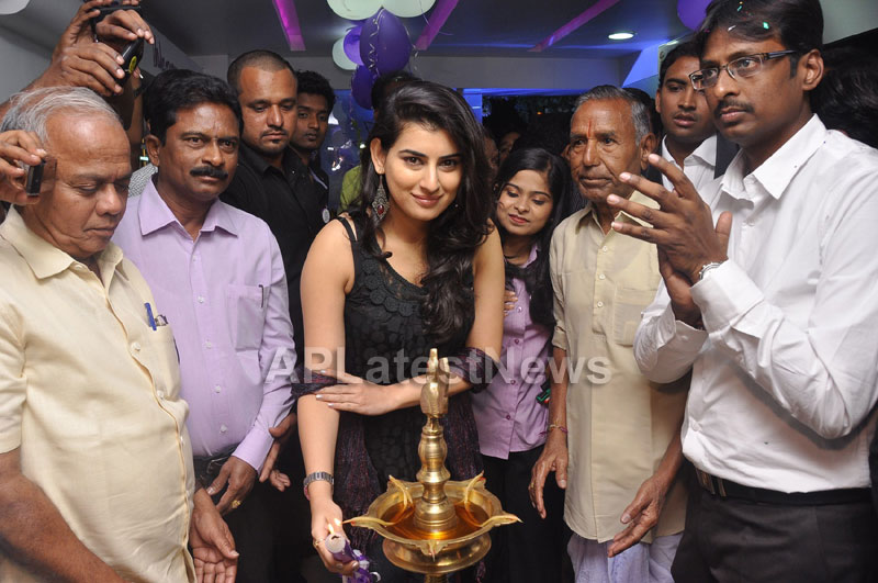Naturals Launches Family Salon at Vanasthalipuram(Actress Archana Veda) - Picture 7