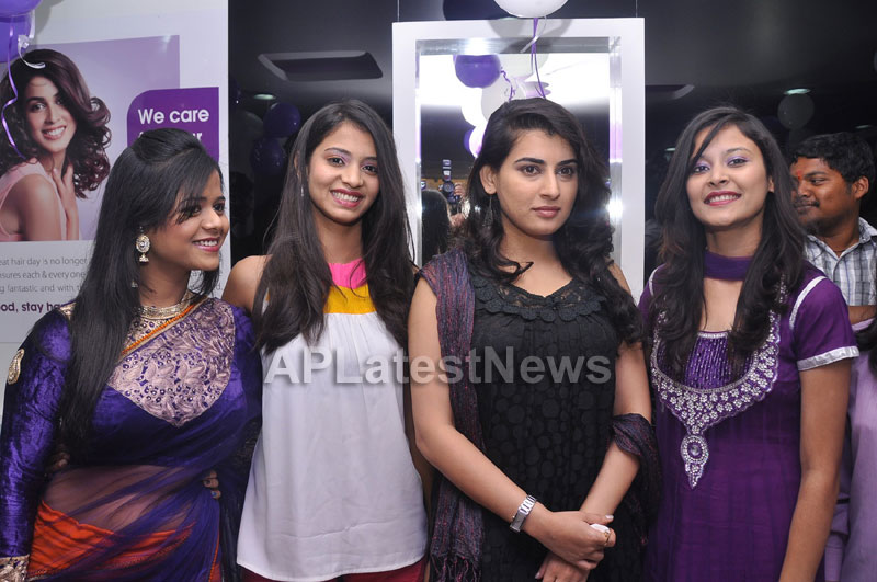 Naturals Launches Family Salon at Vanasthalipuram(Actress Archana Veda) - Picture 2