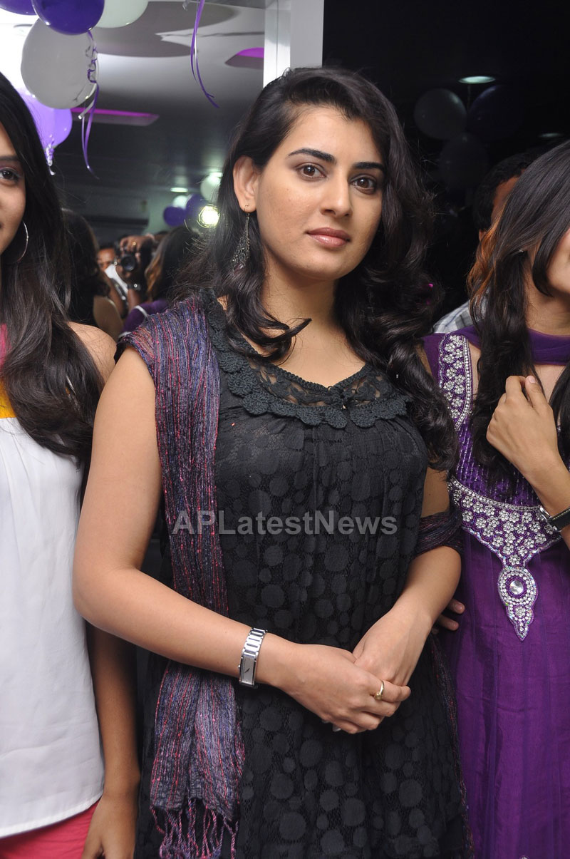 Naturals Launches Family Salon at Vanasthalipuram(Actress Archana Veda) - Picture 10