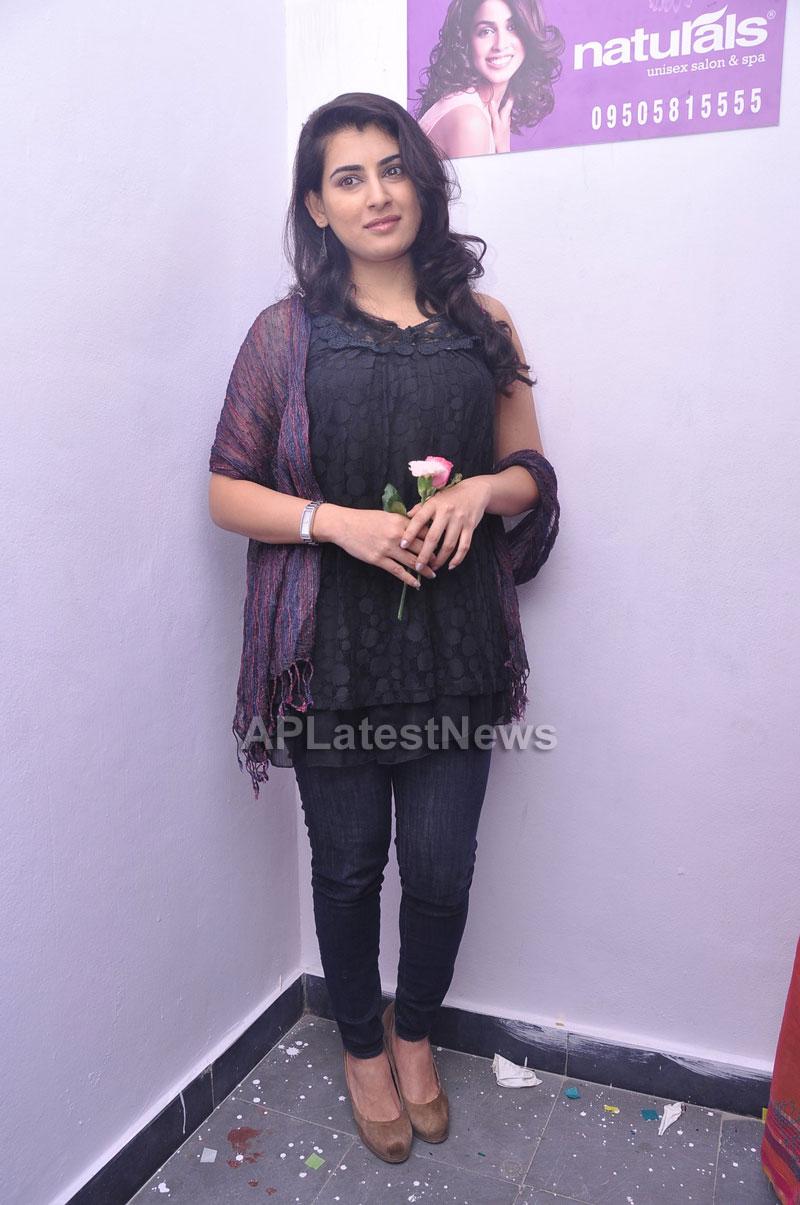 Naturals Launches Family Salon at Vanasthalipuram(Actress Archana Veda) - Picture 14
