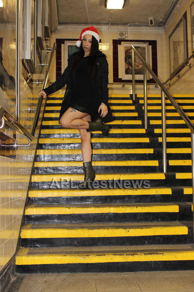 Playboy girl Shanti Dynamite turn sexy Santa clause  - Picture 5