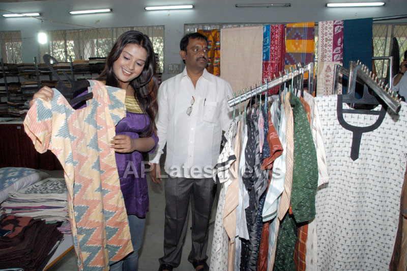 Pochampally -IKAT Art Mela- Basava Bhavan, Bangalore - Sandalwood Actress Soujanya - Picture 8