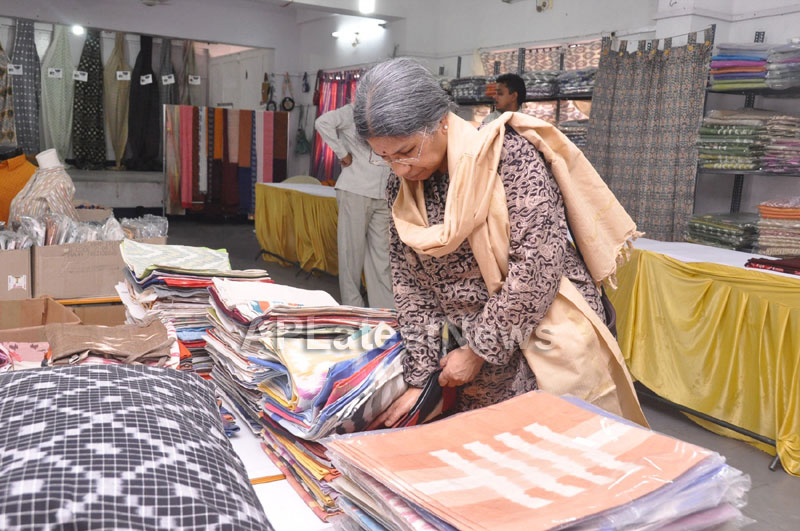 Pochampally Ikat Art Mela at Y.W.C.A by Sri Lekha and Hanumanth Rao - Picture 7