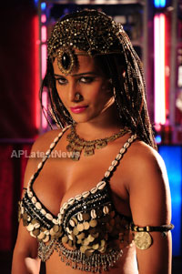 Poonam Pandeys New Year Treat for 1 Crore - Picture 1