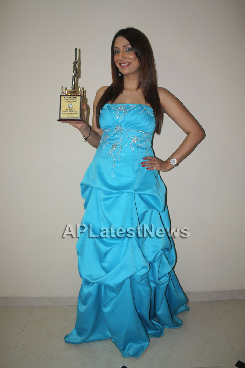 Pooja Mishra awarded with Mumbai Gaurav Award - Picture 1