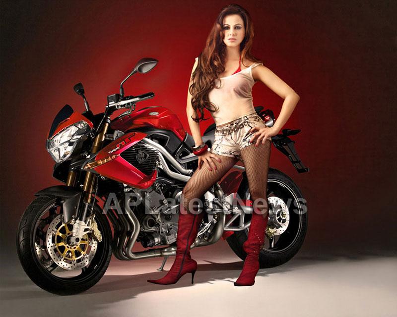 Saira khan enters Bollywood - Khan-daan - Picture 2