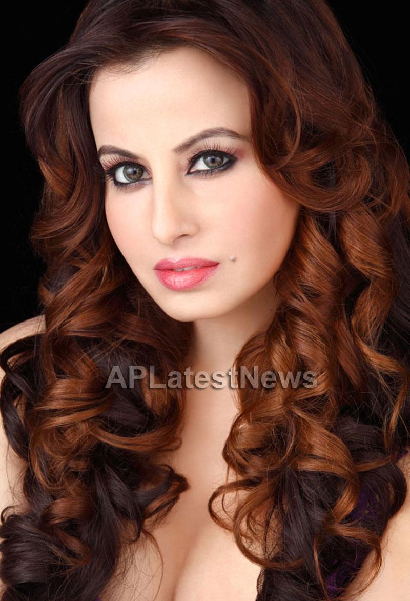 Saira khan enters Bollywood - Khan-daan - Picture 3