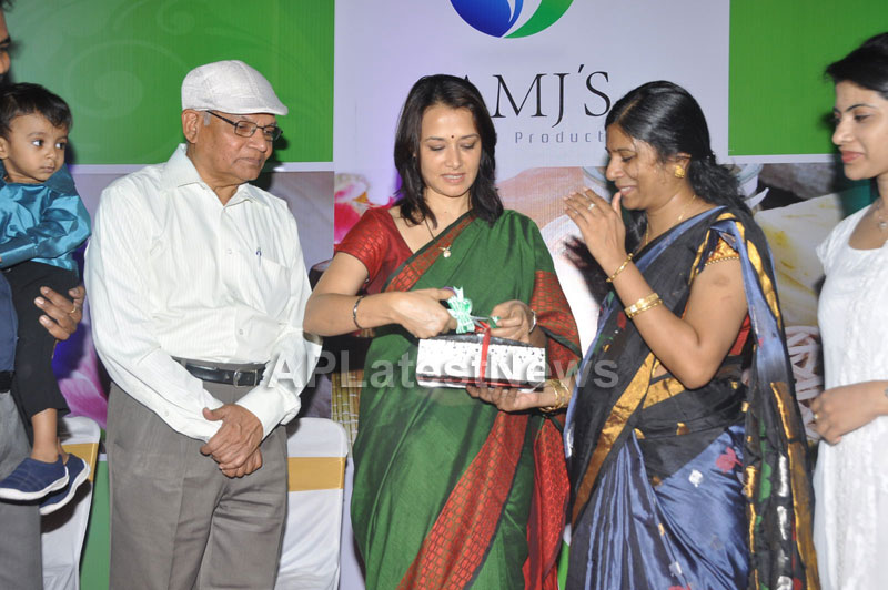 SamJs Natural launched by Actress Amala Nagarjuna at Inorbit mall in Madhapur - Picture 7