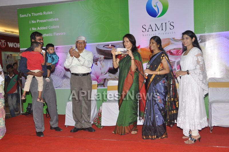 SamJs Natural launched by Actress Amala Nagarjuna at Inorbit mall in Madhapur - Picture 3