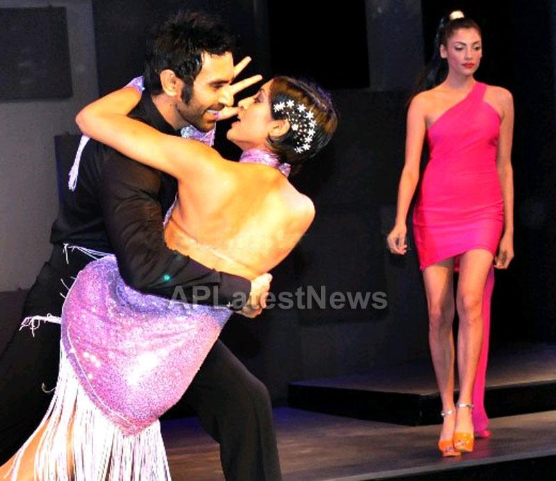 Sandip Soparrkar, Jesse Randhawa at Seagrams Blender pride fashion tour - Chandigarh - Picture 6
