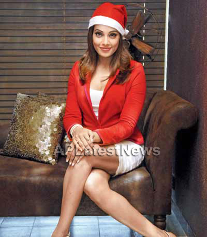 Priyanka, Kareena and Shanti got in Top 20 actress as Sexy Santa in BCCUK News - Picture 8