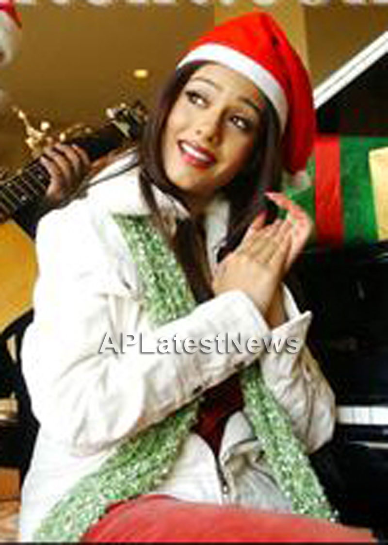 Priyanka, Kareena and Shanti got in Top 20 actress as Sexy Santa in BCCUK News - Picture 16